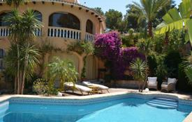 4 bedroom houses for sale in Spain. Villa in Denia, Spain. House with garden and swimming pool, just 10 minutes from the beach