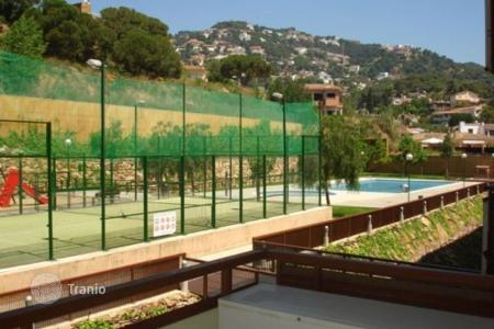 Cheap 2 bedroom apartments for sale in Costa Brava. Flat in the building Solmar