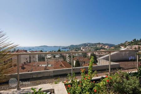 Luxury property for sale in Beaulieu-sur-Mer. Apartment – Beaulieu-sur-Mer, Côte d'Azur (French Riviera), France