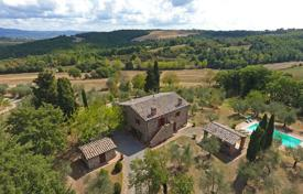 Luxury houses with pools for sale in Tuscany. Farmhouse for sale in Tuscany