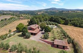 Houses with pools for sale in Umbria. Farmhouse for Sale in Umbria