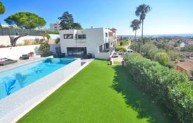 5 bedroom houses for sale in Antibes. Villa – Antibes, Côte d'Azur (French Riviera), France