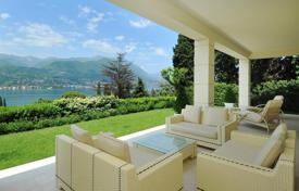 6 bedroom houses for sale in San Felice del Benaco. Luxury Villa with Pool, Spa and Dependence