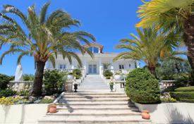 Luxury houses with pools for sale in Nice. Superb seaview villa with a separate apartment on a huge plot with a park, a pool and two garages, Nice, France
