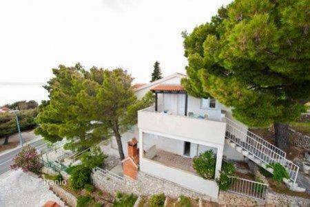 Coastal property for sale in Omis. House
