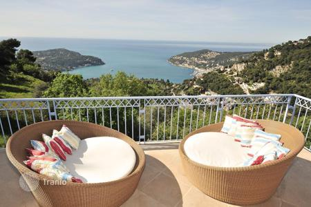 Villas and houses to rent in Côte d'Azur (French Riviera). Modern villa on the French Riviera between Nice and Monaco