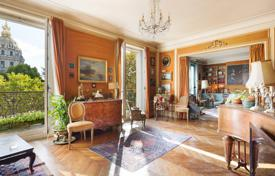 3 bedroom apartments for sale in Paris. Paris 7th District – Enjoying an open view of the Invalides Dome