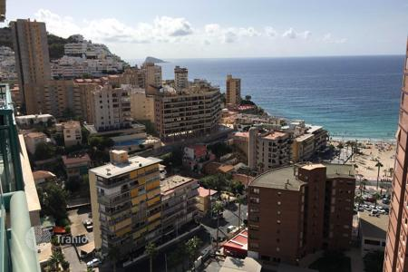 1 bedroom apartments for sale in Benidorm. Furnished apartment with terrace in Benidorm, Spain. The 2 line of the sea, there is a communal pool and children's playground in the yard