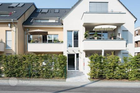 1 bedroom apartments for sale in North Rhine-Westphalia. Luxury two level apartment with garden in Cologne