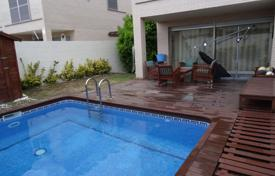 Townhouses for sale in Costa Dorada. Townhouse with three bedrooms and a terrace, Cambrils, Spain