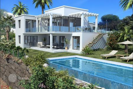 Luxury 6 bedroom houses for sale in Andalusia. Villa for sale in La Alqueria, Benahavis