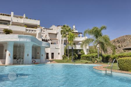 3 bedroom apartments for sale in Costa del Sol. Elegant Ground Floor Apartment, Lomas de La Quinta, Benahavis