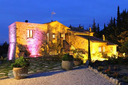 Houses for sale in Tuscany. Prestigious farmhouse restored for sale in Tuscany