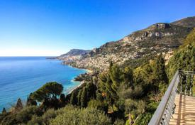 Apartments for sale in Roquebrune - Cap Martin. Apartment in a prestigious residence in Roquebrune Cap Martin overlooking the sea and the Principality of Monaco