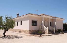 Property for sale in El Pinós. Villa with a terrace and a garden, Pinoso, Spain