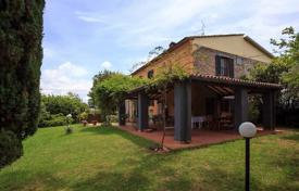 Two-storey villa with a pool and a garden in Gavorrano, Tuscany, Italy for 550,000 €