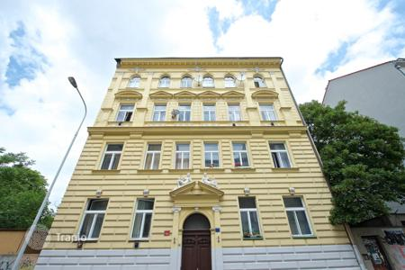 Commercial property for sale in Praha 3. Five-story apartment house with two underground floors in Prague 3