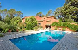 6 bedroom houses for sale in Mougins. Exclusive villa with six bedrooms, a terrace, a swimming pool, a garden with fountains and a parking, near the golf course, Mougins, France