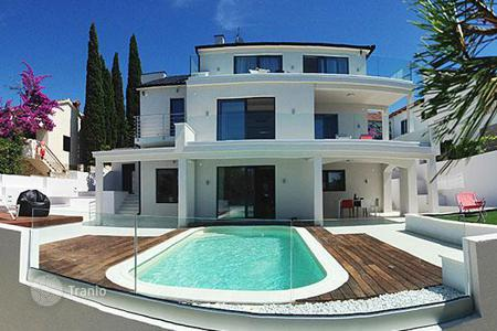 Houses with pools by the sea for sale in Split-Dalmatia County. Villa - Split-Dalmatia County, Croatia