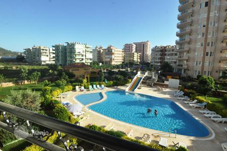 Cheap apartments with pools for sale in Western Asia. Spacious, furnished apartment in a residential complex of hotel type, just 350 meters from the sea in Alanya