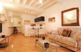 Apartments for sale in Italy. Profitable apartment in the center of Rome, a few steps from Campo de'Fiori and Piazza Navona. Rental price up to 204 euros per night!