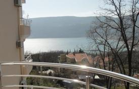 2 bedroom apartments by the sea for sale in Herceg-Novi. Two bedroom apartment in Topla II, Herceg Novi. Apartment is on the second floor, has sea view, it is fully furnished.
