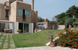 Villa with direct access to the beach in Santa Marinella for 1,500,000 €