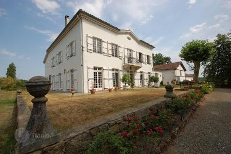 Business centres for sale in Gers. Business centre - Gers, France