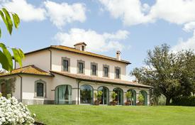 Houses with pools for sale in Italy. Bohemian villa near the historic city center of Rome