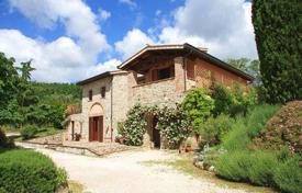 Luxury houses for sale in Umbria. Prestigious hamlet with farmhouses in Umbria