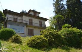 Property for sale in Baveno. Cozy villa with a terrace, a balcony and a winter garden, near the city center, Baveno, Piedmont, Italy