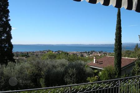 Luxury residential for sale in Veneto. Villa – Garda, Veneto, Italy
