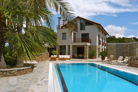 Residential for sale in Dolceacqua. Tree-storey villa with a pool, a garden, an elevator, a gym, and a conference room, on the hilltop, Dolceacqua, Italy