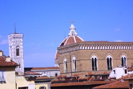 Luxury 3 bedroom apartments for sale in Tuscany. Penthouse with a roof-top terrace and a view of the city, in a historic building, in the center of Florence, Italy