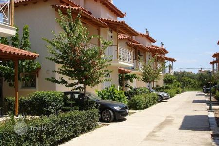 Townhouses for sale in Aigio. Three-storey house with garden in a residential complex, 150 meters from the beach, Egio, Peloponnese