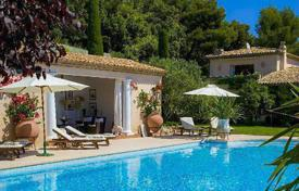 Villas and houses for rent with swimming pools in Villefranche-sur-Mer. Beautiful villa overlooking the sea in Villefranche-sur-Mer