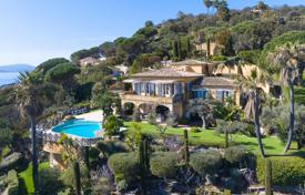 Coastal residential for sale in Sainte-Maxime. Comfortable villa in Provence style, overlooking the sea with a garden, a swimming pool, a Jacuzzi and a garage, Sainte-Maxime, France