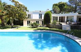 Coastal houses for sale in France. Villa Cap d'Antibes — 1st line
