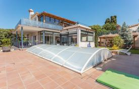4 bedroom houses for sale in Castell Platja d'Aro. Spacious villa with a pool, a garden and a terrace, in a popular residential area, Castell Platja d'Aro, Spain