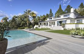 Renovated three-level villa with a swimming pool, Marbella East, for 4,900,000 €