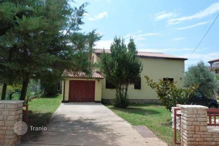 Houses with pools by the sea for sale in Fažana. Townhome – Fažana, Istria County, Croatia