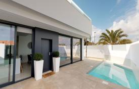 Villas with private pool 200m from the beach of Mar de Cristal for 250,000 €