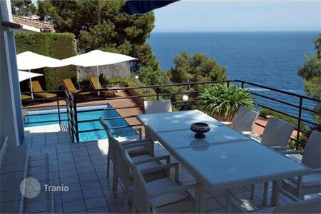 Houses with pools for sale in Blanes. Villa – Blanes, Catalonia, Spain