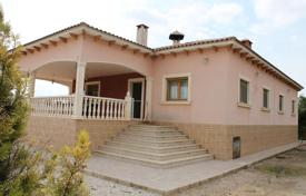 Property for sale in El Pinós. Villa with a covered terrace, Pinoso, Spain