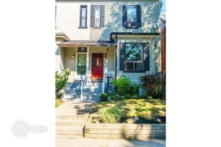 Townhouses for sale in Ontario. Terraced house – Toronto, Ontario, Canada