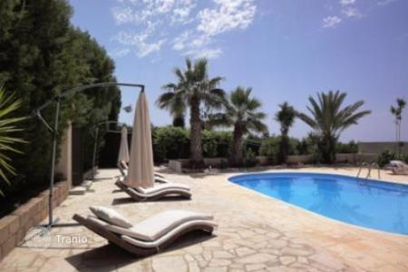 Coastal chalets for sale in Paphos. Refurbished bungalow with annex and private pool