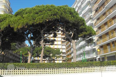 Cheap 4 bedroom apartments for sale in Catalonia. Apartment – Blanes, Catalonia, Spain