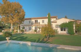 Luxury houses with pools for sale in Saint-Paul-de-Vence. Saint-Paul de Vence — Outstanding Bastide