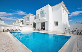 3 bedroom villas and houses to rent in Cyprus. Modern and comfortable villa with 3 bedrooms and a private pool offers you a nice a pleasant stay during your holidays in Pernera, Protaras