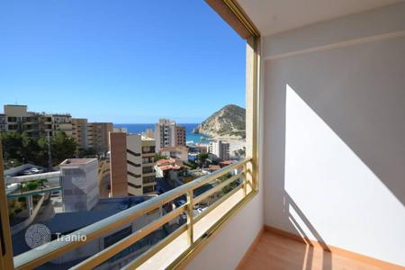 Cheap apartments with pools for sale in Costa Blanca. Sea view one-bedroom apartment with a terrace, in a residence with a swimming pool, at 400 meters from the beach, Benidorm, Spain